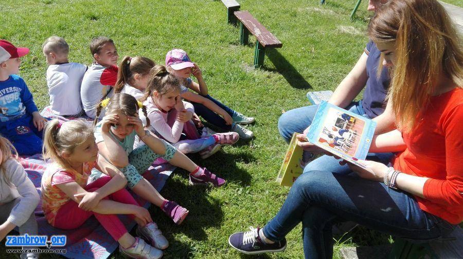 """edukacja, Uczniowie """"Siwej"""" popularyzują czytelnictwo [foto] - zdjęcie, fotografia"""