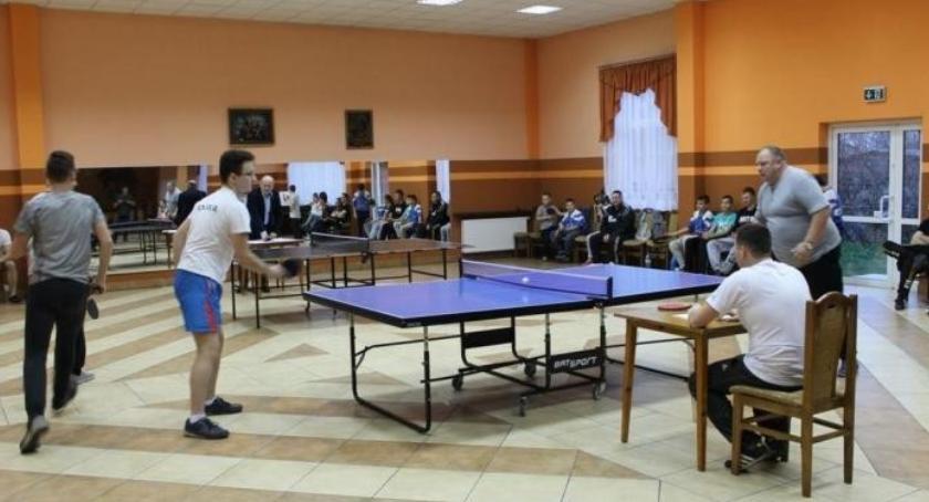 tenis ziemny tenis stołowy badminton, Szumowie ruszyły zapisy Gminnego Turnieju Niepodległości Tenisie Stołowym - zdjęcie, fotografia