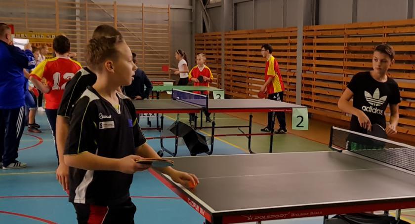 tenis ziemny tenis stołowy badminton, Rozegrano Powiatowe Igrzyska Dzieci tenisie stołowym - zdjęcie, fotografia