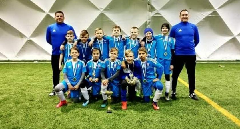 piłka nożna futsal, Młodziki Olimpii Zambrów srebrem Warszawie - zdjęcie, fotografia