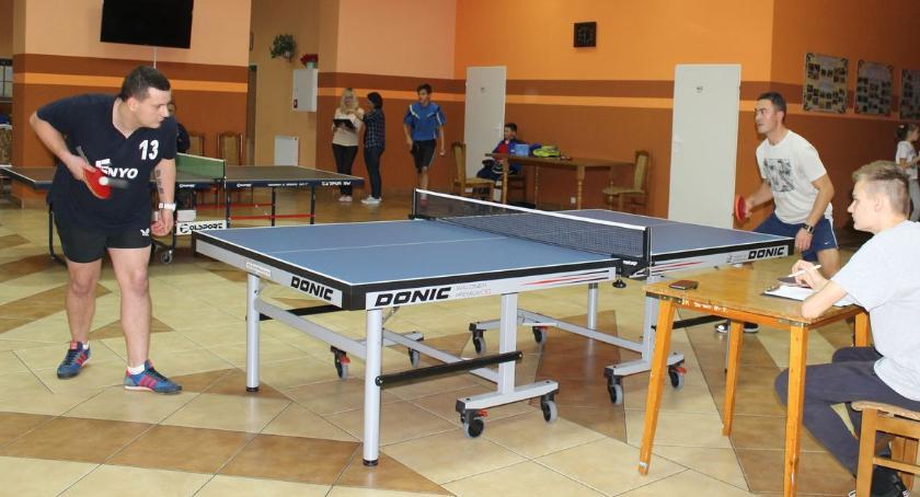 tenis ziemny tenis stołowy badminton, Turniej Niepodległości Tenisie Stołowym rozstrzygnięty - zdjęcie, fotografia