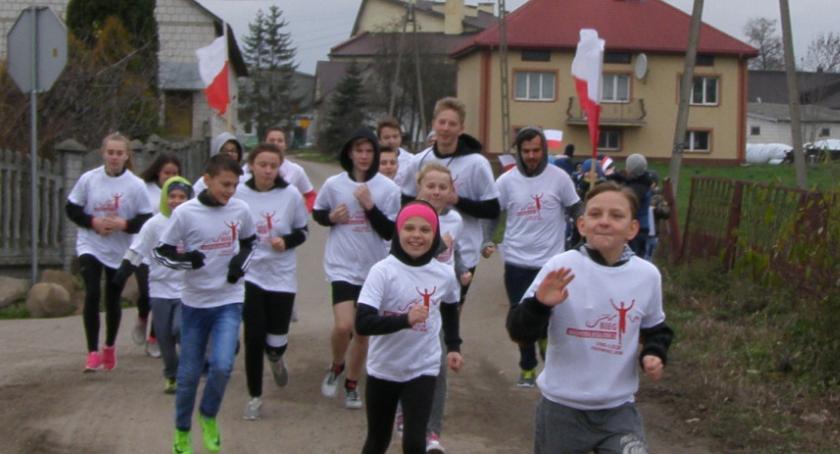 edukacja, Biegając zakończyli świętowanie stulecia niepodległości Polski - zdjęcie, fotografia