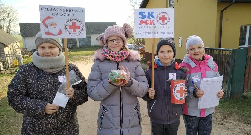 """charytatywne wolontariat, """"Czerwonokrzyska Gwiazdka"""" udziałem Szkolnego Koła Pęchratce Polskiej - zdjęcie, fotografia"""