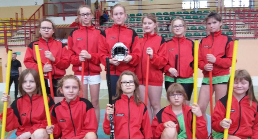 bieganie lekkoatletyka unihokej, Dziewczęta Starego Zakrzewa najlepsze Grupie Zachodniej - zdjęcie, fotografia
