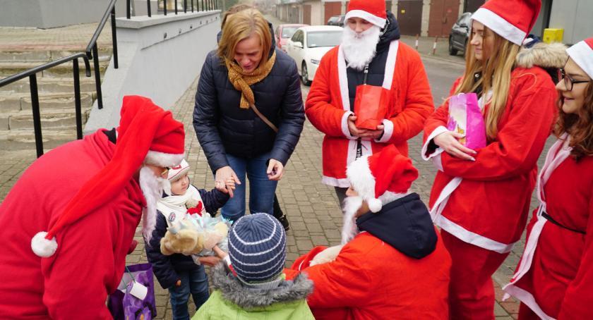 charytatywne wolontariat, Mikołaje przeszli ulicami Zambrowa [foto] - zdjęcie, fotografia
