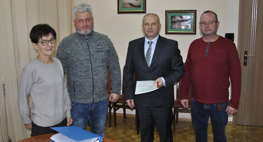 inwestycje, Umowa podpisana Będzie rozbudowa szkoły Starym Zakrzewie - zdjęcie, fotografia