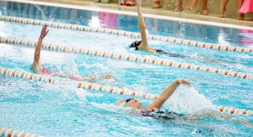 pływanie, Uczniowie szkół miejskich rywalizowali pływaniu [foto+wyniki] - zdjęcie, fotografia