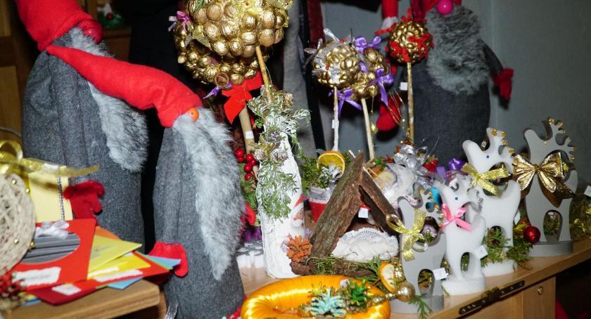 charytatywne wolontariat, Świąteczne dekoracje trafiły parafian [foto] - zdjęcie, fotografia