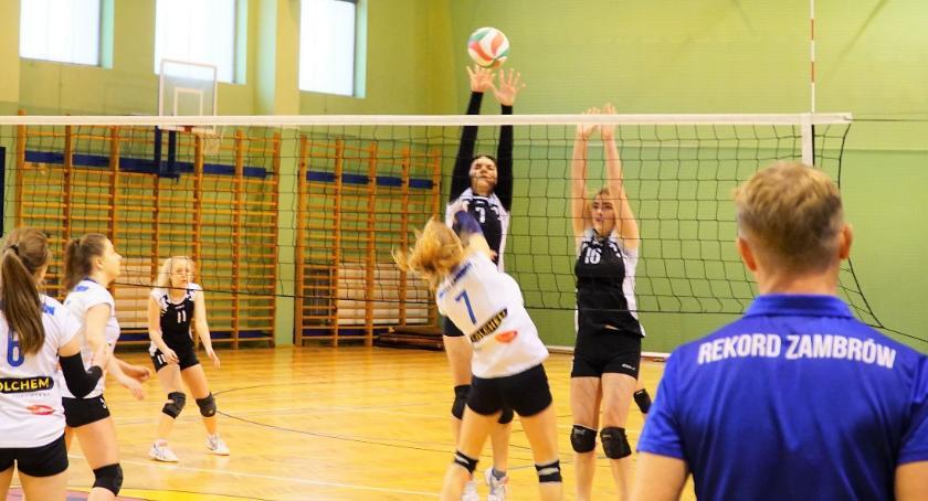 siatkówka piłka ręczna, Kadetki Rekordu Zambrów zdecydowanie wygrały ostatni grupowy lidze wojewódzkiej [foto] - zdjęcie, fotografia