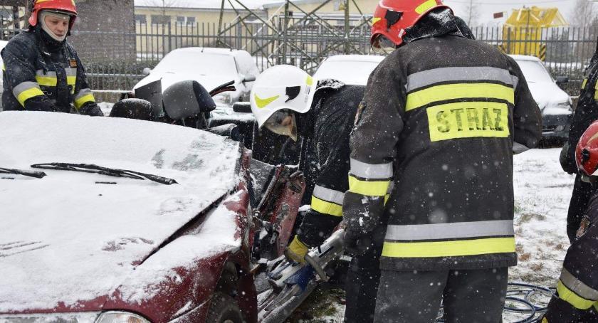 pożary i straż, Strażacy testowali sprzęt - zdjęcie, fotografia