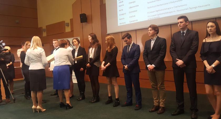 edukacja, Dwoje uczniów otrzymało stypendia premiera - zdjęcie, fotografia