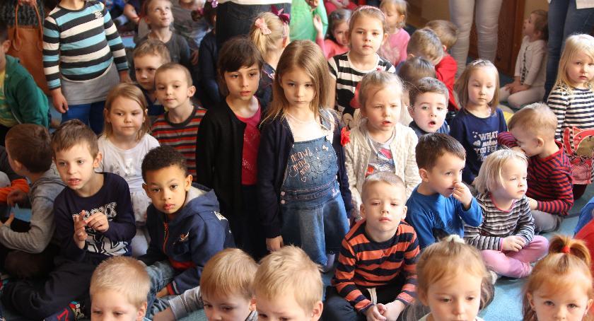 edukacja, zamknięte przedszkole żłobek rodzicowi należy zasiłek opiekuńczy - zdjęcie, fotografia