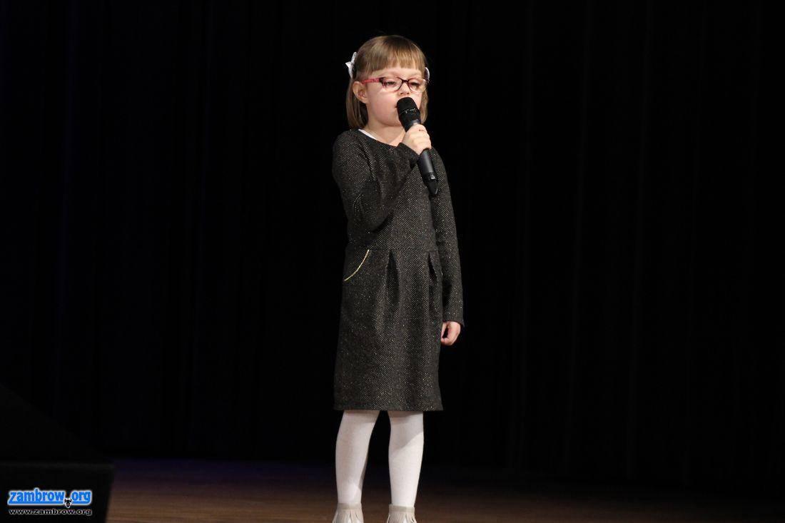 muzyka koncerty, Przedszkolaki śpiewały scenie [foto] - zdjęcie, fotografia