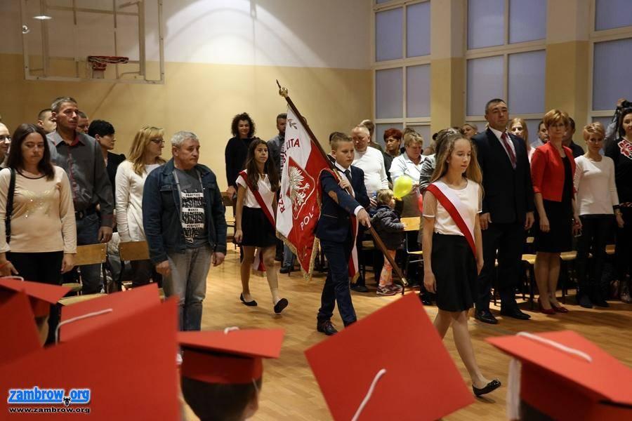 """edukacja, Pierwszoklasiści """"Czwórki"""" złożyli ślubowanie - zdjęcie, fotografia"""