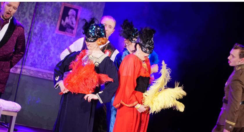 muzyka koncerty, Babcie dziadkowie obejrzeli widowisko operetkowe [foto] - zdjęcie, fotografia