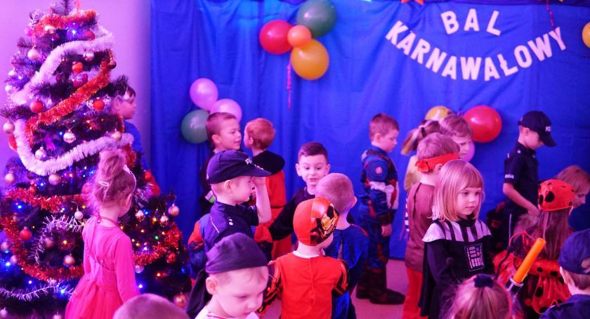 edukacja, Dzieci gminy Zambrów bawiły karnawałowym [foto] - zdjęcie, fotografia