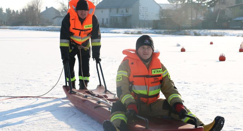 pożary i straż, odpuszcza Ćwiczenia strażaków lodzie [foto] - zdjęcie, fotografia