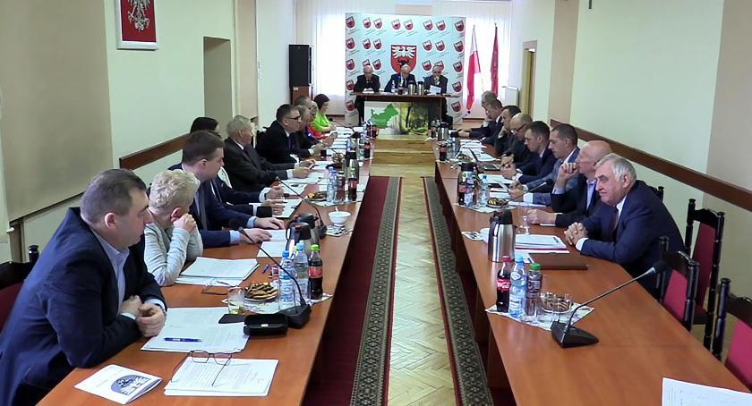 Rada Powiatu Zambrowskiego radni, Radni powiatu uchwalili budżet - zdjęcie, fotografia
