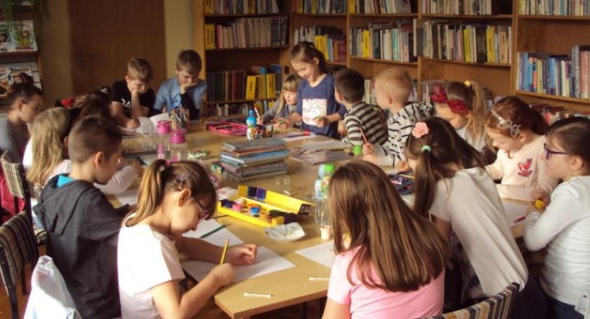 rekreacja wypoczynek, Ferie Miejskiej Bibliotece Publicznej dostarczyły dzieciom wielu atrakcji - zdjęcie, fotografia
