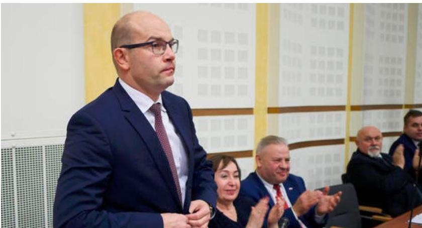 samorząd, Marszałek rezygnuje rezygnacji - zdjęcie, fotografia