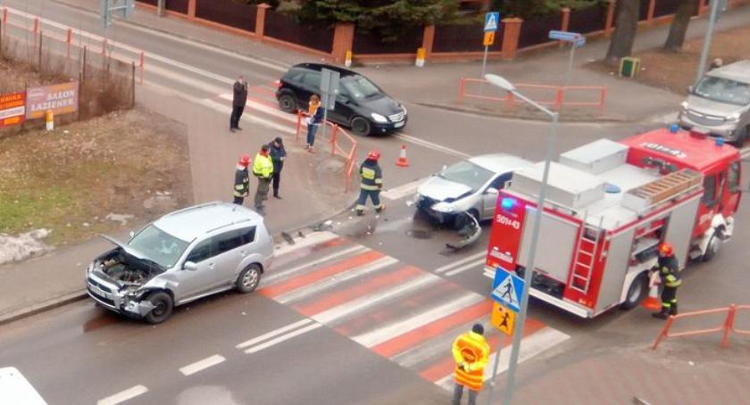 wypadki drogowe , Zderzenie dwóch Pileckiego [foto] - zdjęcie, fotografia