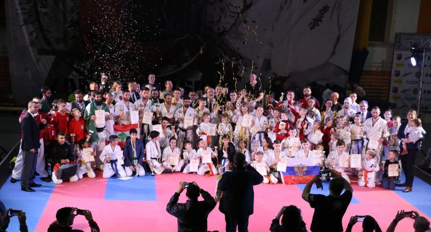karate i sztuki walki, Karatecy całego świata przyjechali Zambrowa [foto] - zdjęcie, fotografia