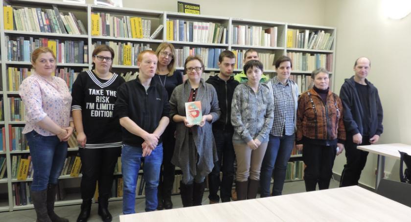 wernisaże spotkania, Filia zachęcają wspólnego czytania - zdjęcie, fotografia