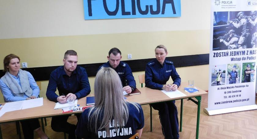 """edukacja, Uczniowie """"Siwej"""" przeszli rozmowę kwalifikacyjną służby policji - zdjęcie, fotografia"""