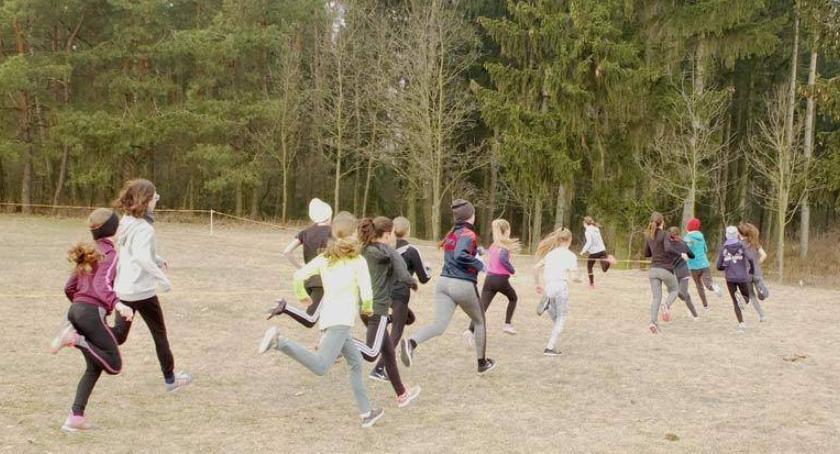 bieganie lekkoatletyka unihokej, Powiatowe Igrzyska drużynowych biegach przełajowych rozstrzygnięte - zdjęcie, fotografia
