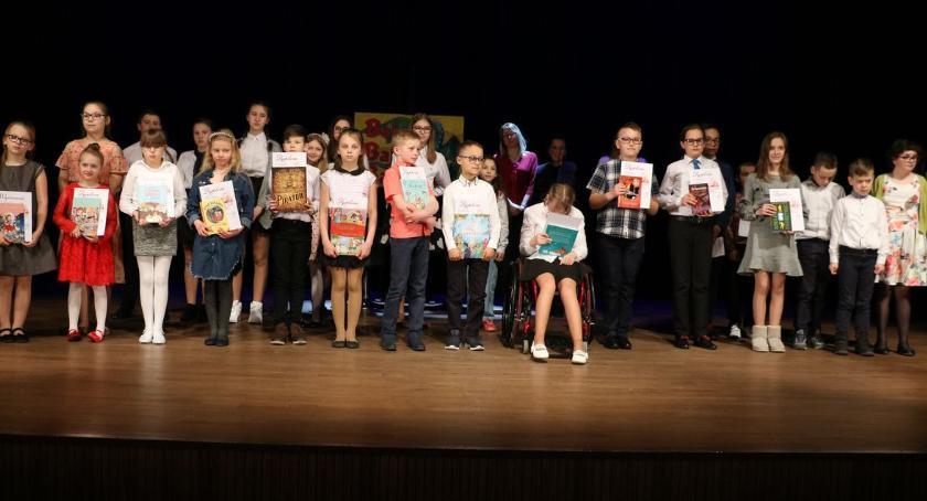 kino film teatr, Dzieci opowiadały bajki bajeczki [foto] - zdjęcie, fotografia