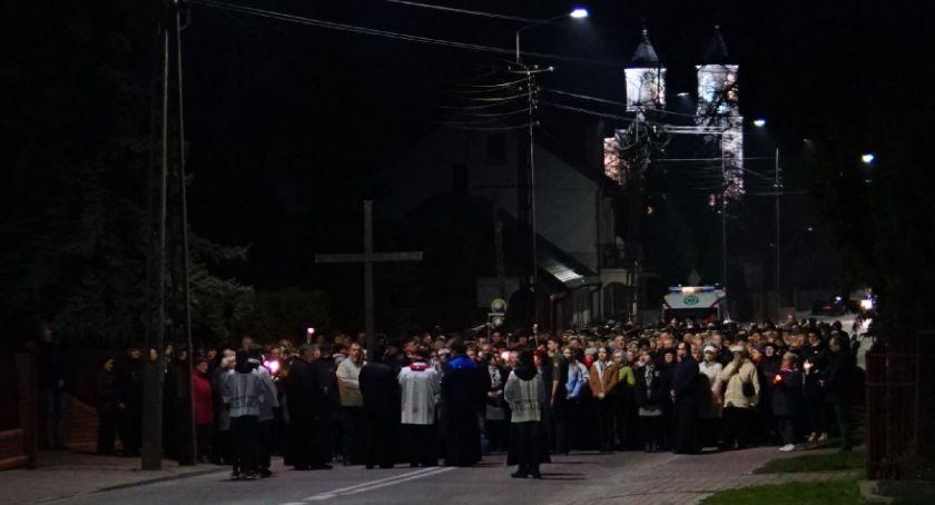 religia, Droga krzyżowa ulicami miasta [foto] - zdjęcie, fotografia