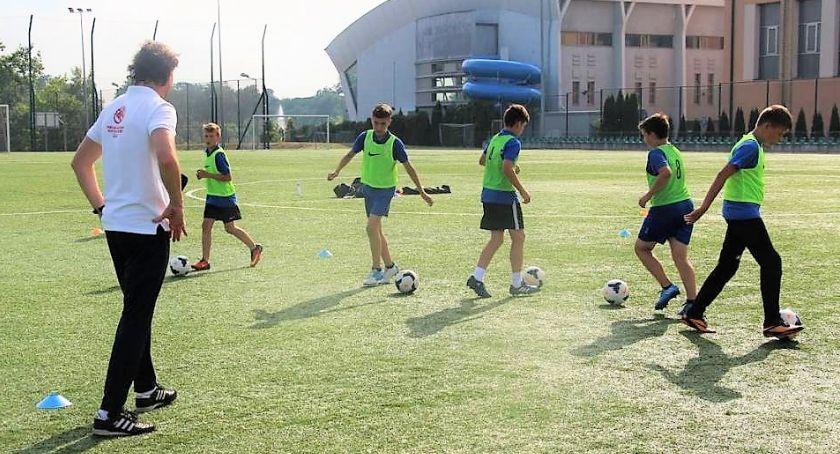 piłka nożna futsal, Trenerzy przeprowadzą szkolenie piłkarskie - zdjęcie, fotografia