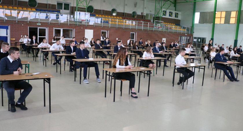 edukacja, Ostatni dzień egzaminów gimnazjalnych [foto] ARKUSZE EGZAMINACYJNE - zdjęcie, fotografia