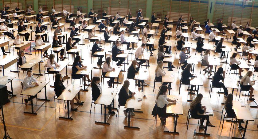 edukacja, Egzamin ósmoklasisty odbędzie strajku Informacja uczniów - zdjęcie, fotografia