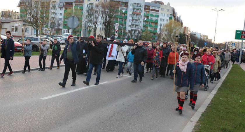 religia, Drogi Krzyżowe przeszły ulicami Zambrowa [foto] - zdjęcie, fotografia