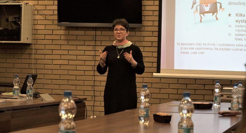 organizacje pozarządowe, Agnieszka Krasinkiewicz opowiedziała trudnej sztuce wystąpień publicznych [foto] - zdjęcie, fotografia