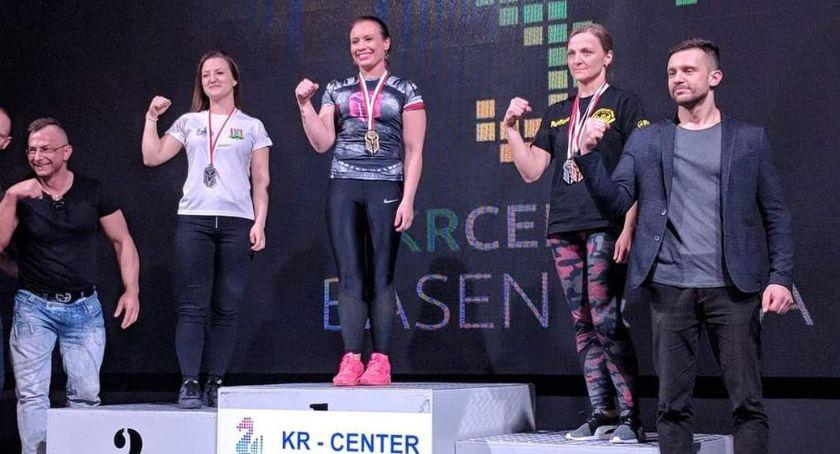 karate i sztuki walki, medali naszych armwrestlerek - zdjęcie, fotografia