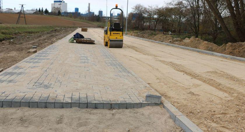 inwestycje, Wznowili budowę drogi wzdłuż rzeki Jabłonki [foto] - zdjęcie, fotografia