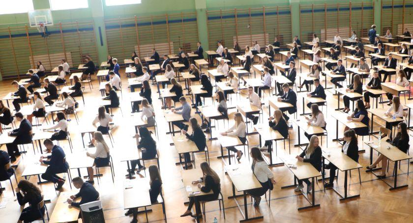 edukacja, Języki zakończyły egzaminy ósmoklasistów ARKUSZE EGZAMINACYJNE - zdjęcie, fotografia
