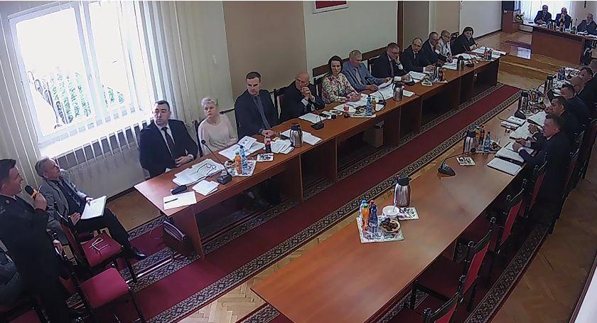 Rada Powiatu Zambrowskiego radni, Mieszkańcy będą mogli przedstawiać Powiatowi Zambrowskiemu własne projekty uchwał - zdjęcie, fotografia