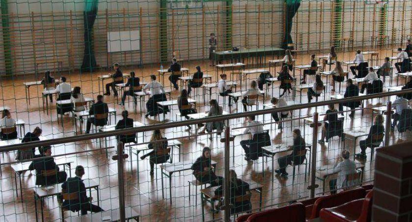 edukacja, człowieka może wolność zastanawiali maturzyści podczas egzaminu języka polskiego ARKUSZE MATURALNE - zdjęcie, fotografia