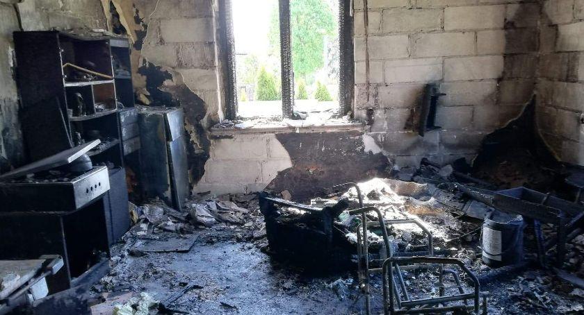 pożary i straż, zbiórka pieniędzy rodziny która straciła pożarze - zdjęcie, fotografia
