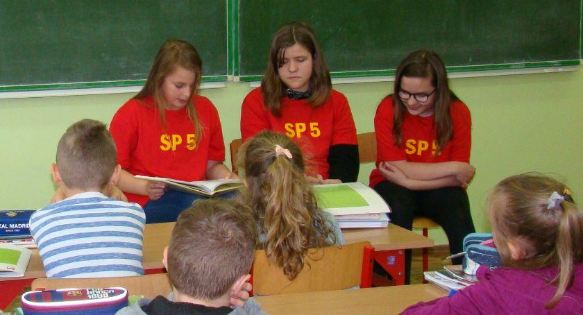 """edukacja, Narodowe Czytanie Biblii """"Piątce"""" - zdjęcie, fotografia"""