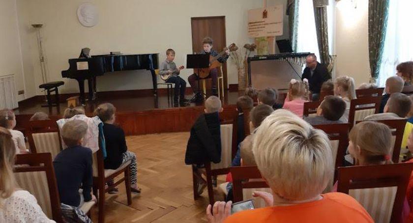 edukacja, Przedszkolaki koncercie szkole muzycznej - zdjęcie, fotografia