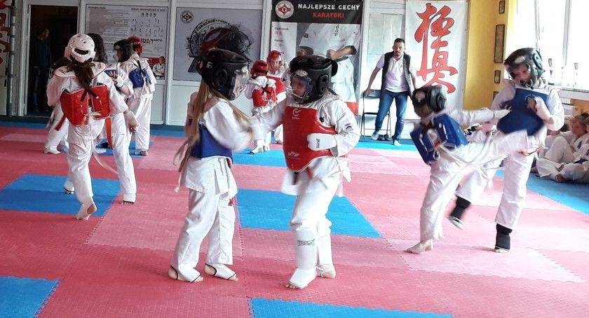 karate i sztuki walki, Intensywne treningi karateków - zdjęcie, fotografia