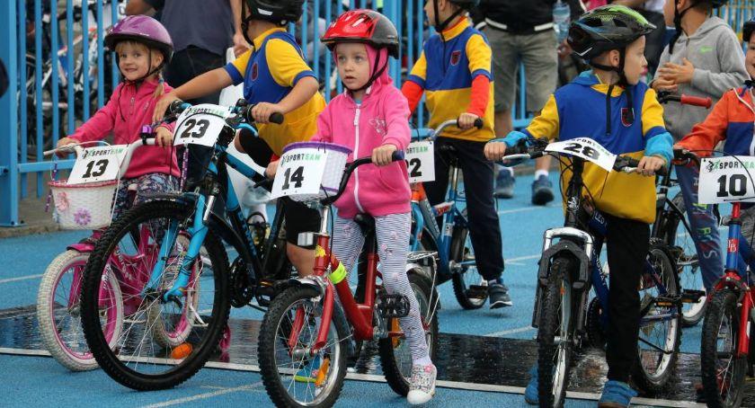 rowery i kolarstwo, Wyścigi rowerowe Dzień Dziecka - zdjęcie, fotografia