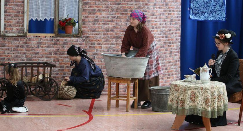 edukacja, Święto Szkoły Starym Zakrzewie [foto] - zdjęcie, fotografia