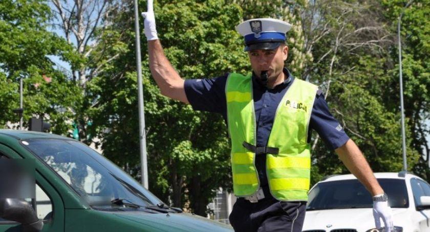 policja, Jechała ponad obszarze zabudowanym - zdjęcie, fotografia