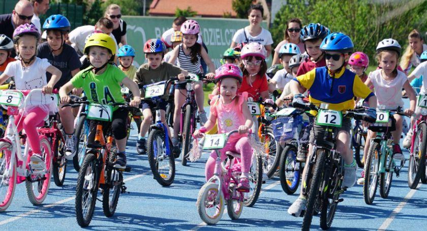 rowery i kolarstwo, Dzień Dziecka rowerach [foto] - zdjęcie, fotografia