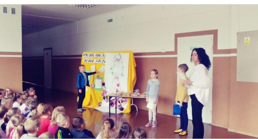 """edukacja, Festiwal kwiatów zambrowskiej """"Trójce"""" - zdjęcie, fotografia"""